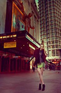 Фото гламурная девица (© Louise Leydner), добавлено: 21.10.2010 08:49