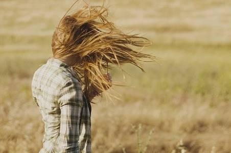 Фото ветер развевает волосы