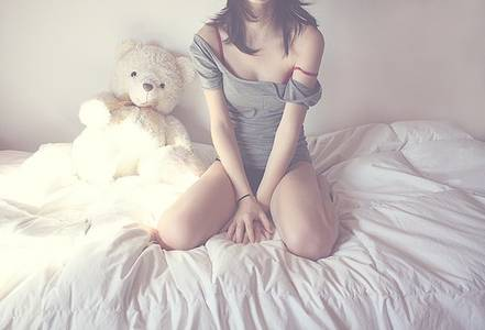 Фото Девушка сидит на кровати (© Юки-тян), добавлено: 28.10.2010 07:15