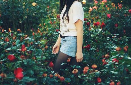 Фото девушка среди роз (© Louise Leydner), добавлено: 28.10.2010 13:57