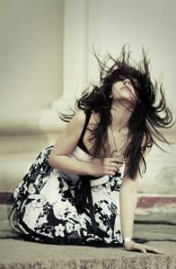 Фото ветер развевает девушке волосы (© Louise Leydner), добавлено: 28.10.2010 18:55