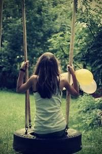 Фото девушка на качели