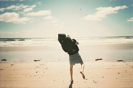 Фото парень на пляже