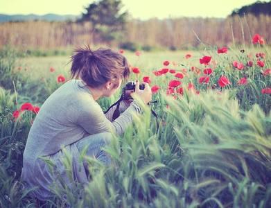 Фото Девушка фотографирует цветы (© Юки-тян), добавлено: 29.10.2010 16:02