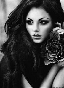 Фото девушка с цветком