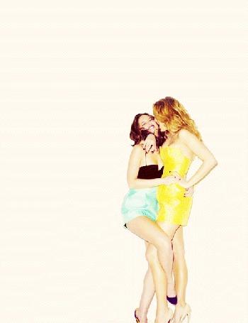 Фото 2 девушки в разных позах (© Louise Leydner), добавлено: 31.10.2010 02:44