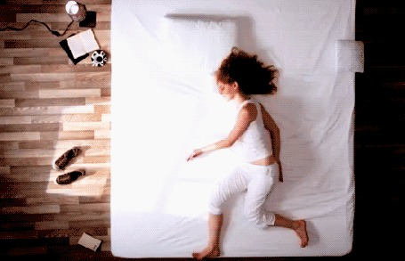 Фото бежит по постели (© Louise Leydner), добавлено: 31.10.2010 02:59