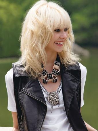 Фото Блондинка улыбается (© Юки-тян), добавлено: 03.11.2010 12:41
