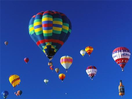 Фото Воздушные шары в голубом небе