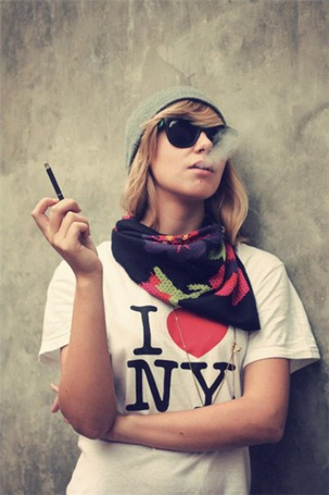Фото I lovr NY. Девушка курит (© Юки-тян), добавлено: 10.11.2010 18:35