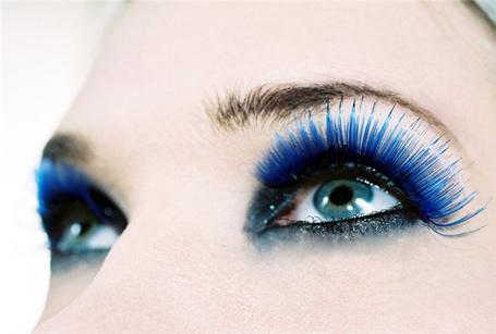 Фото Девушка с синими глазами и ресницами