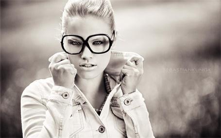 Фото Девушка в очках