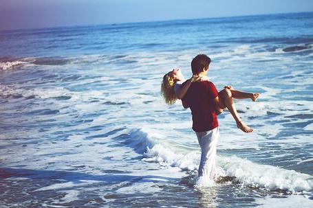 Фото Девушка и парень. Море