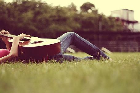Фото Играет на гитаре (© Юки-тян), добавлено: 18.11.2010 07:15