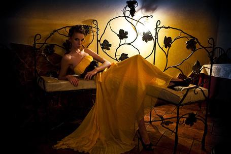 Фото Девушка лежит на стульях (© Штушка), добавлено: 20.11.2010 21:42