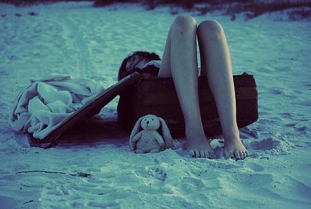 Фото Девушка лижит на песке (© Юки-тян), добавлено: 21.11.2010 12:17