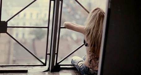 Фото Блондинка смотрит в окно (© Юки-тян), добавлено: 23.11.2010 07:02