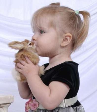 Фото Девочка с кроликом (© Штушка), добавлено: 23.11.2010 12:55