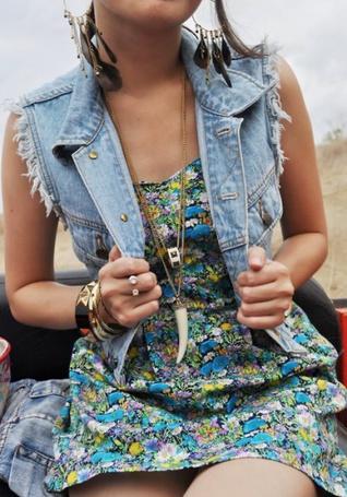 Фото Девушка в джинсовой жилетке (© Юки-тян), добавлено: 24.11.2010 16:52