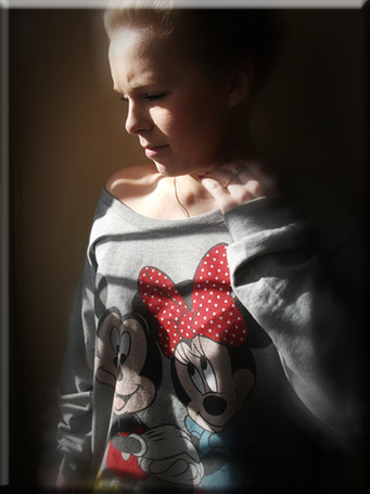 Фото Девушка в кофте с героями мульты Микки Маус (© Юки-тян), добавлено: 24.11.2010 19:25