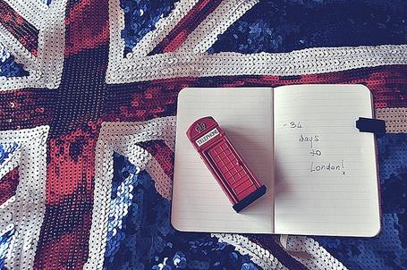 Фото Британский флаг, телефонная будка, ежедневник (© Юки-тян), добавлено: 05.12.2010 11:26