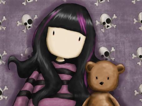 Фото Эмо девушка с мишкой на фоне нарисованных черепов с костями