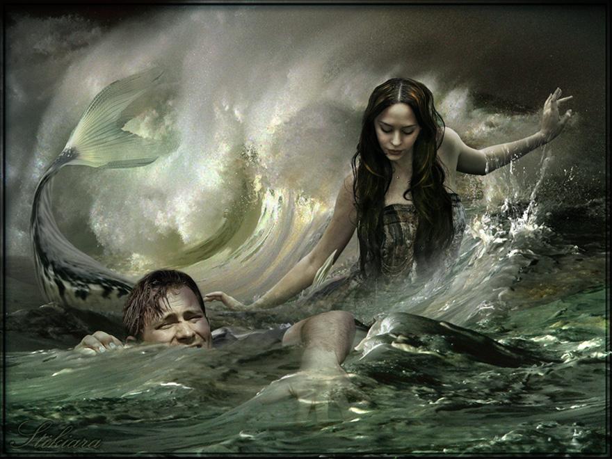 Девушка спасает утопающего парня