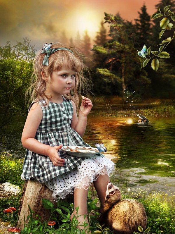 Фото Девочка угощает какого-то лесного зверька