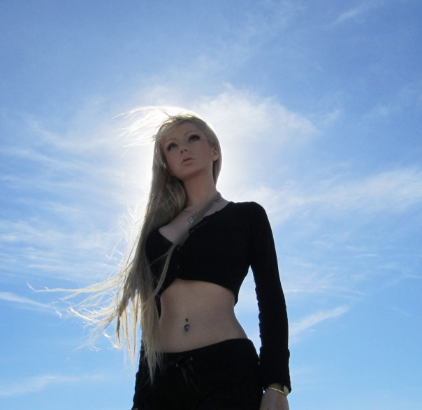 Фото Феломена на фоне солнечного неба