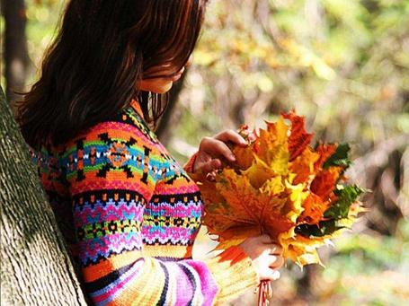 Фото Девушка с осенним букетом