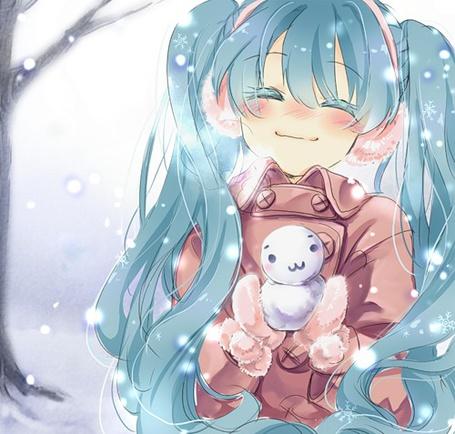 Фото вокалоид Мику Хатсуне с маленьким снеговичком (© Юки-тян), добавлено: 17.01.2011 14:22