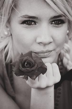 Фото Девушка с розой (© Штушка), добавлено: 23.01.2011 19:42
