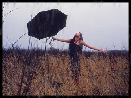 Фото Девушка под дождём (© Флориссия), добавлено: 28.01.2011 19:33