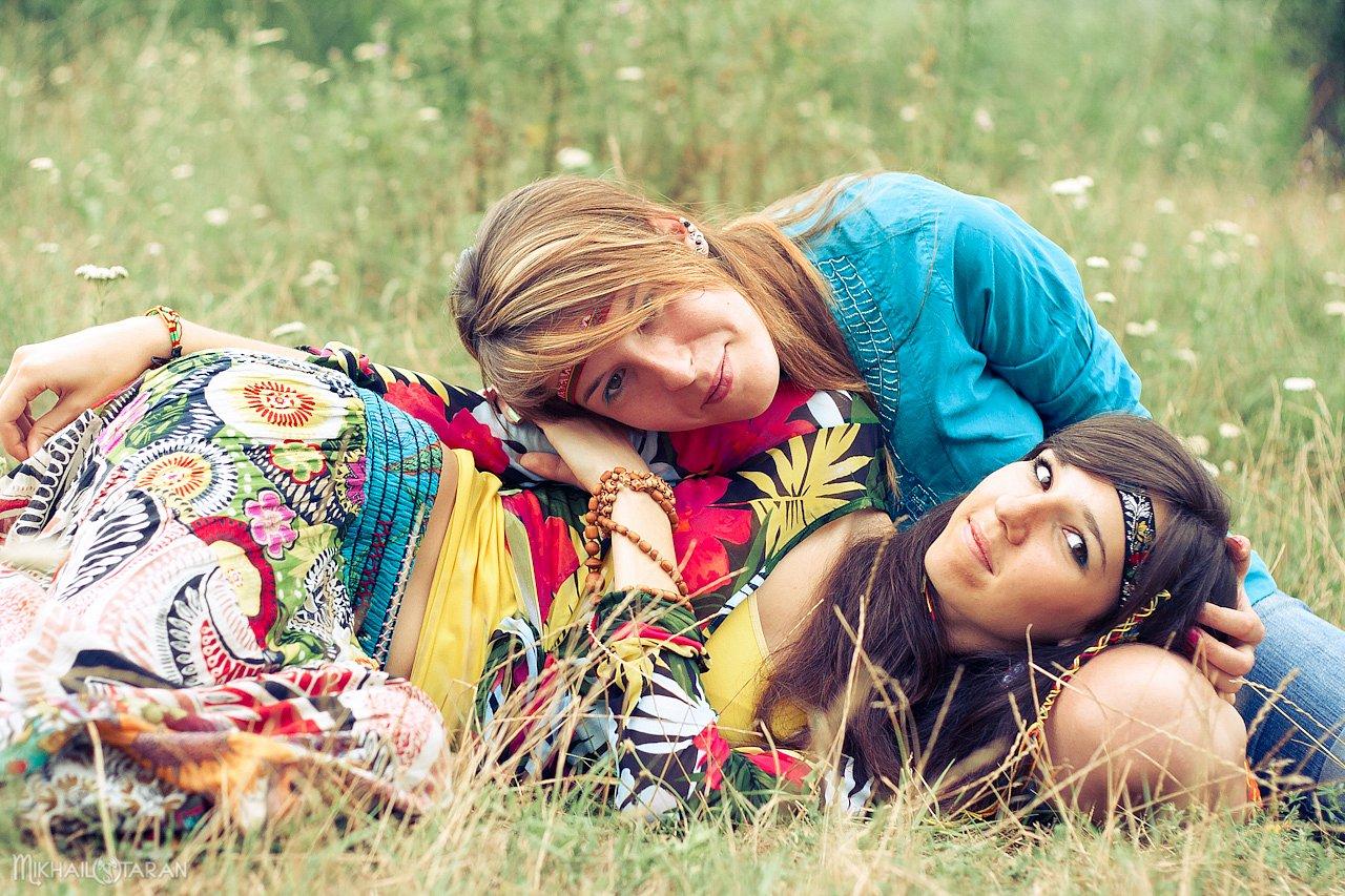 подружки на траве фото