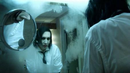 Фото Marilyn Manson перед зеркалом (© Electraa), добавлено: 11.02.2011 20:44