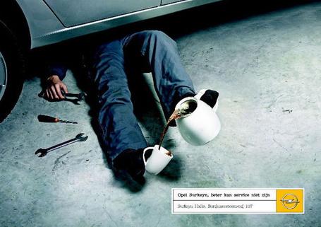 Фото мужчина ремонтирует машину и наливает ногами себе чаю (© Radieschen), добавлено: 16.02.2011 06:06