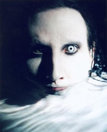 Фото Marilyn Manson в воде