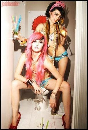 Фото Audrey Kitching и Zui Suicide (© Kim), добавлено: 24.02.2011 12:36