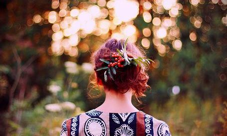 Фото Рыжеволосая девушка с заколкой из веточки рябины (© ColniwKo), добавлено: 24.02.2011 13:14