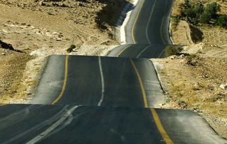 Фото Очень ухабистое (волнами) шоссе...