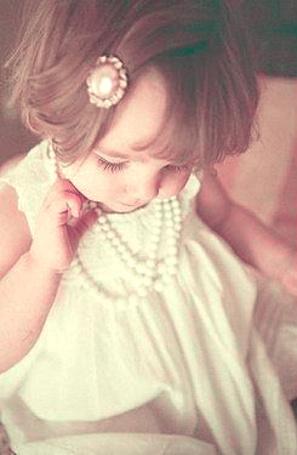 Фото Маленькая девочка в украшениях (© TARAKLIA), добавлено: 27.02.2011 18:10