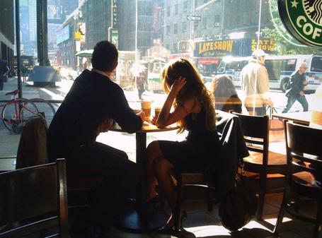 Фото Девушка с парнем утром сидят в кафе (© Штушка), добавлено: 04.02.2011 10:36