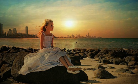 Фото Девочка на берегу моря (© Штушка), добавлено: 08.02.2011 19:17