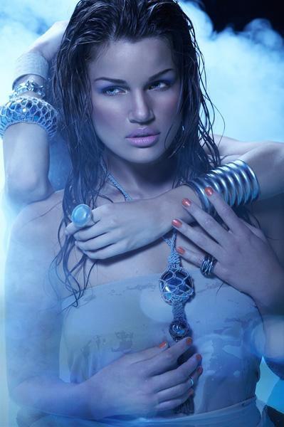 Фото Девушка в серебряных украшениях: http://photo.99px.ru/photos/15157/