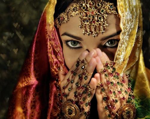 Фото Девушка в индийских украшениях: http://photo.99px.ru/photos/15323/