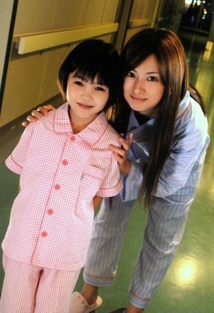 Фото Кейко Китагава и маленькая девочка (© Юки-тян), добавлено: 02.03.2011 14:57