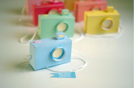 Фото Разноцветные фотоаппараты из бумаги