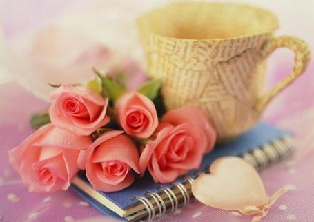 Фото Чашка, розы,блокнот и сердечко