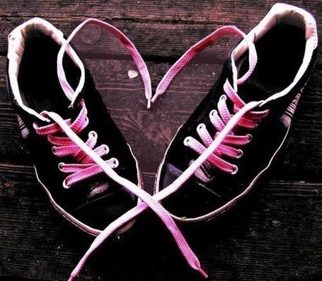 Фото Кеды со шнурками в форме сердца (© Шепот_дождя), добавлено: 08.03.2011 23:38
