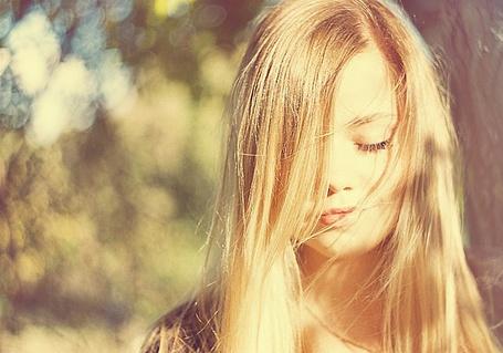 Фото Девушка с русыми волосами)